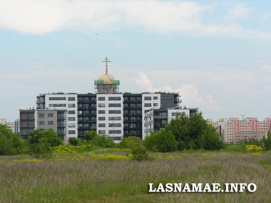 Вид на Ласнамяэскую церковь и муниципальный район Меелику со стороны Паэвялья. Фото Виталия Фактулина.