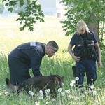 На пустыре полицейские обнаружили труп предполагаемого убийцы. Фото: Полиция