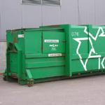 В пункте сбора отходов должны обязательно присутствовать, как минимум, контейнер для бумаги и картона и контейнер для стекла и смешанных упаковок. Фото Виталия Фактулина.