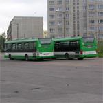 Автобусы на стоянке на улице Юмера. Фото Виталия Фактулина.