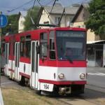 Трамвай на улице Маяка в Ласнамяэ. Фото Виталия Фактулина.